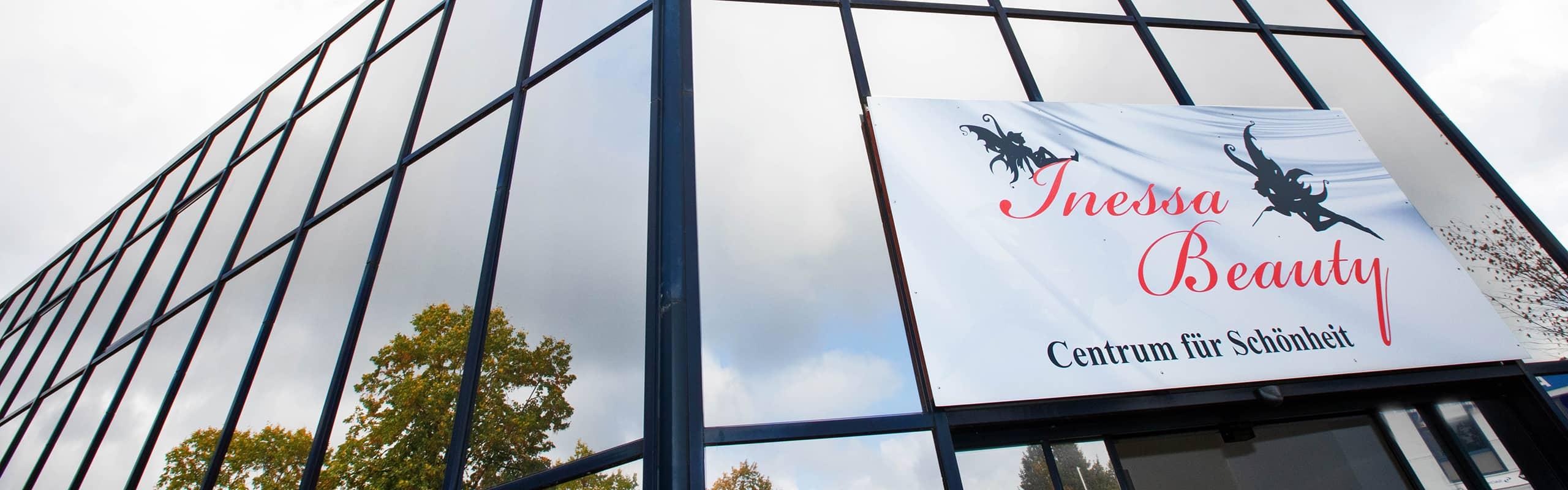 banner mit der aufschrift inessa beauty centrum fuer schoenheit